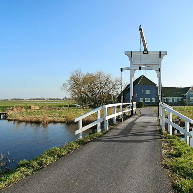Bedinboat Amsterdam Noord Schellingwoude links surrounding Ransdorp