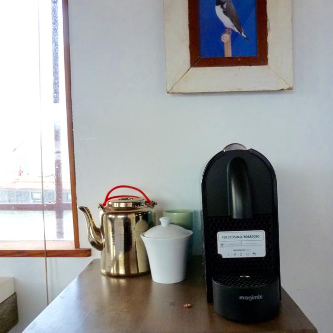 bedinboat Amsterdam bed&breakfast coffee corner
