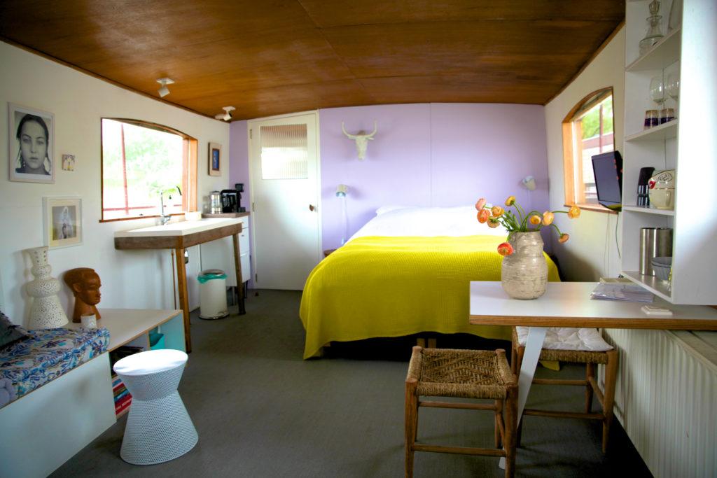 bedinboat Amsterdam bed&breakfast living
