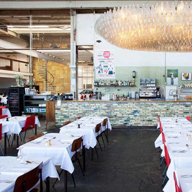 Bedinboat Amsterdam Noord Schellingwoude links Restaurant Hotel de Goudfazant